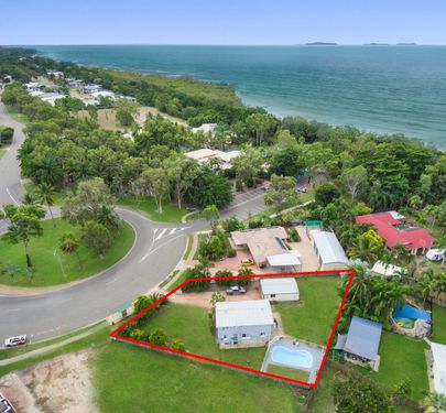 371 Mount Low Parkway, Bushland Beach