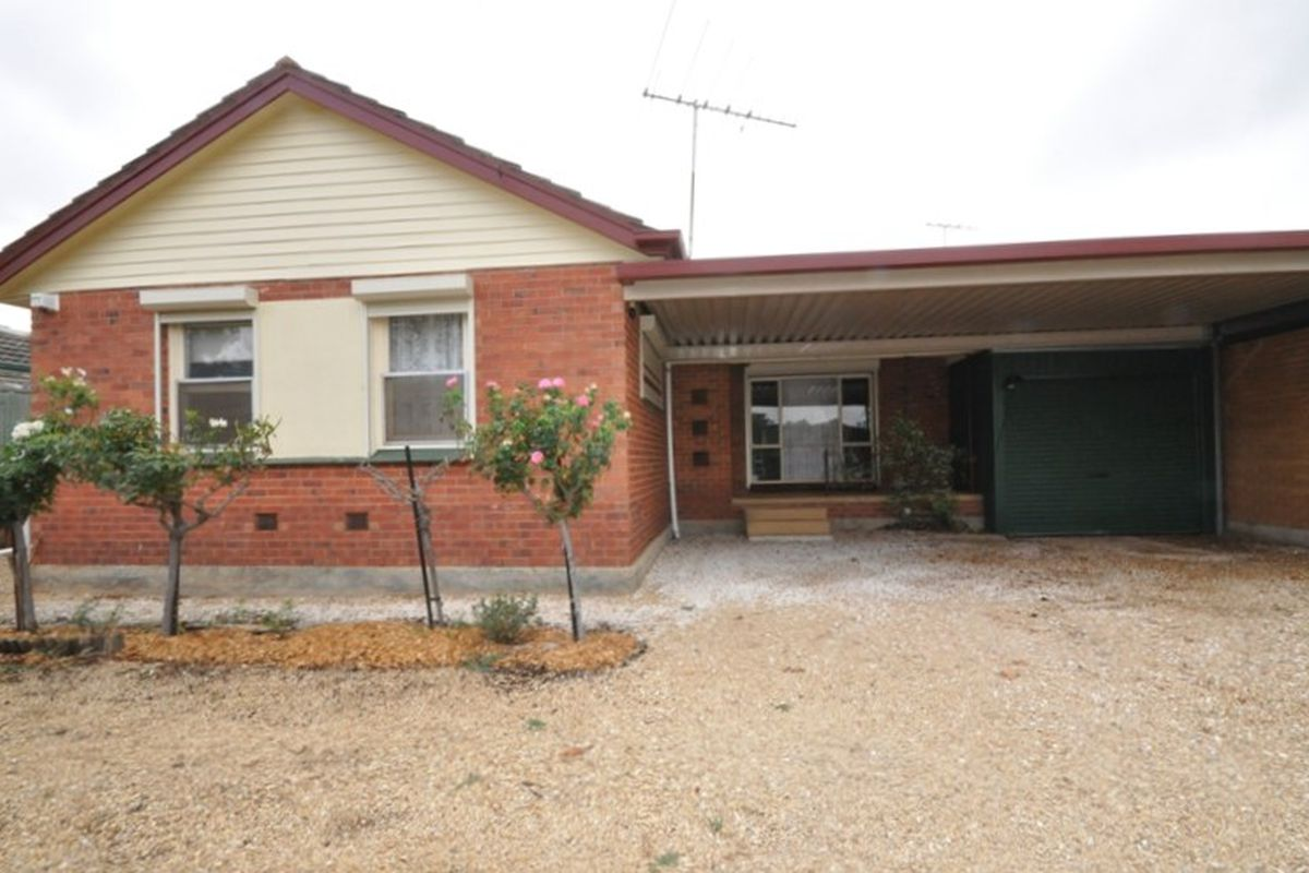 3 bedroom home with a Combustion heater and roller shutters