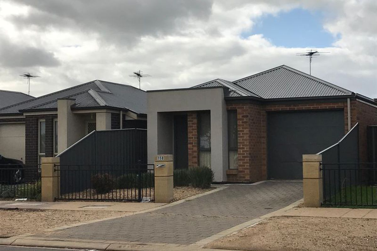 3 Bedroom Courtyard Home with Gas Appliances and Study Nook