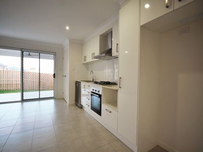 2 / 5 Catchlove Crescent, Augustine Heights