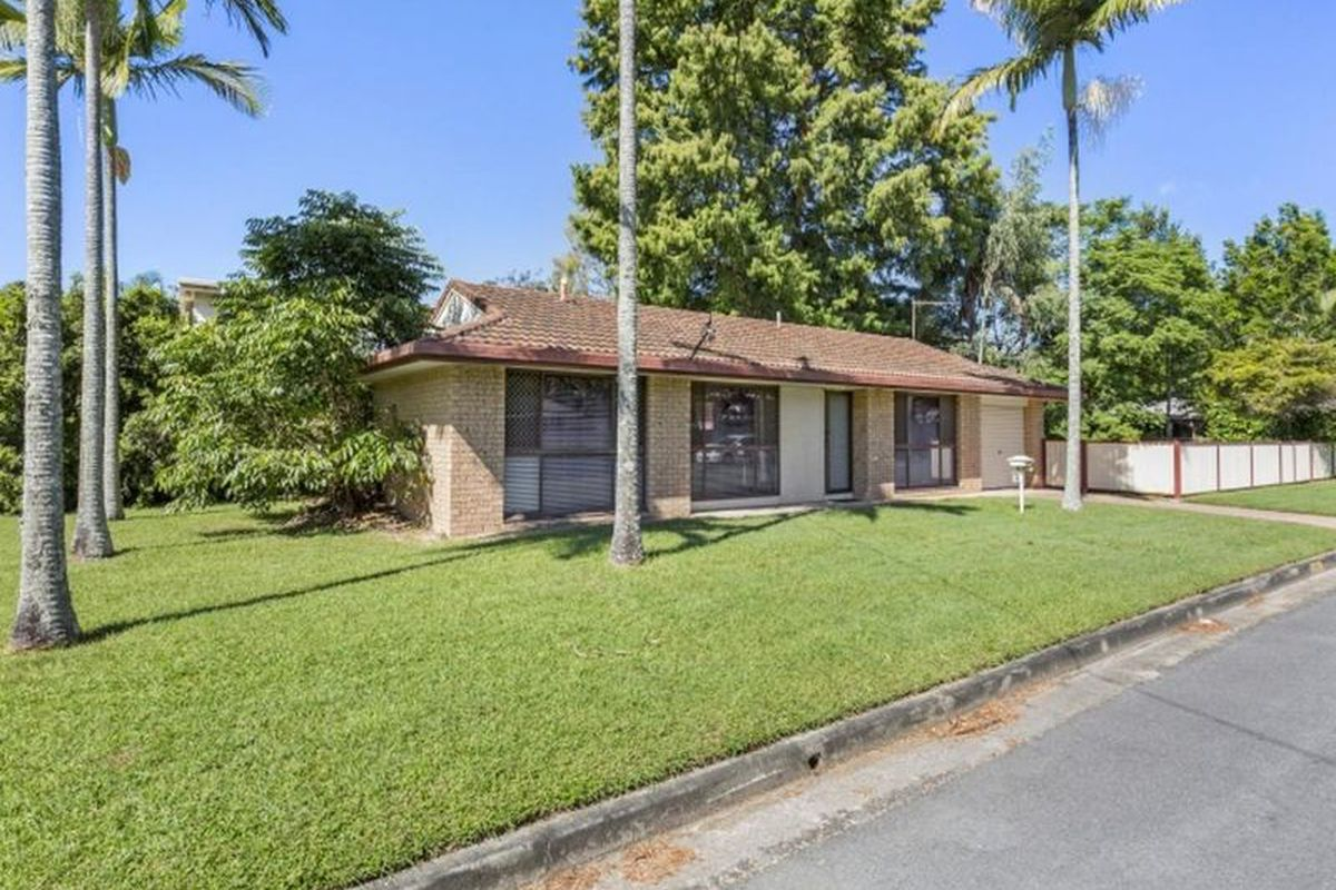 Fully renovated home in heart of Coombabah, close to everywhere