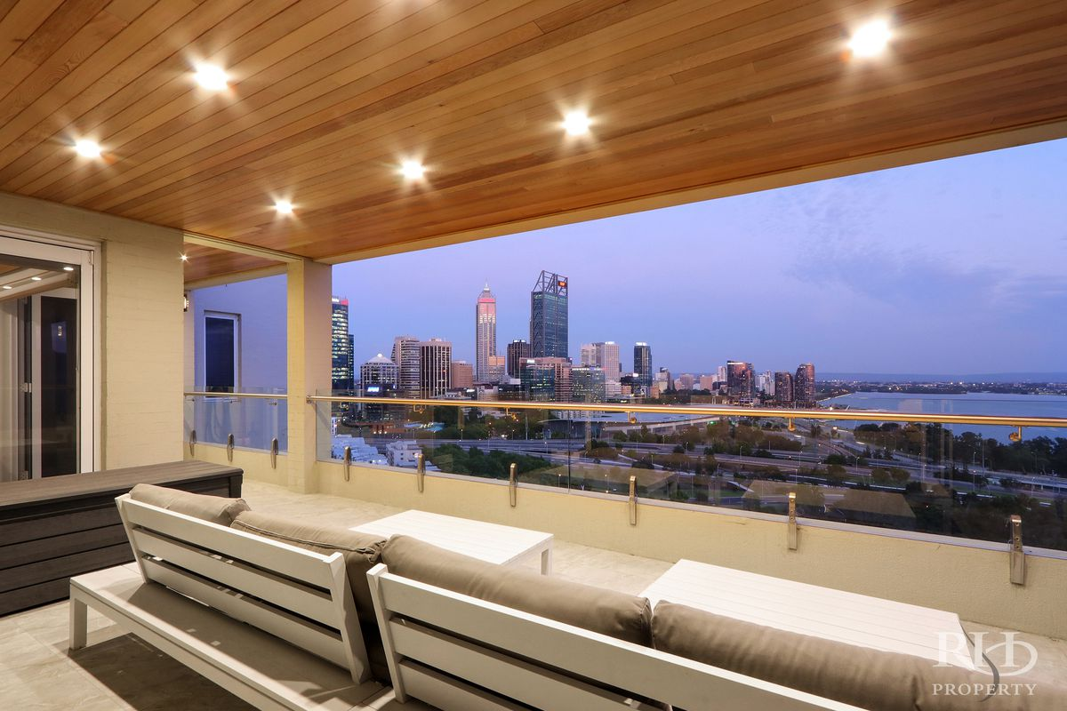 SPECTACULAR KINGS PARK PENTHOUSE