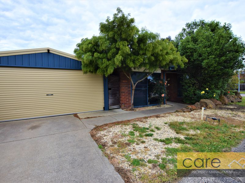 1 Helmsdale Court, Cranbourne West
