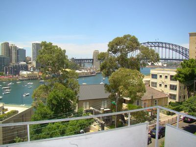 8 / 30 East Crescent Street, Mcmahons Point
