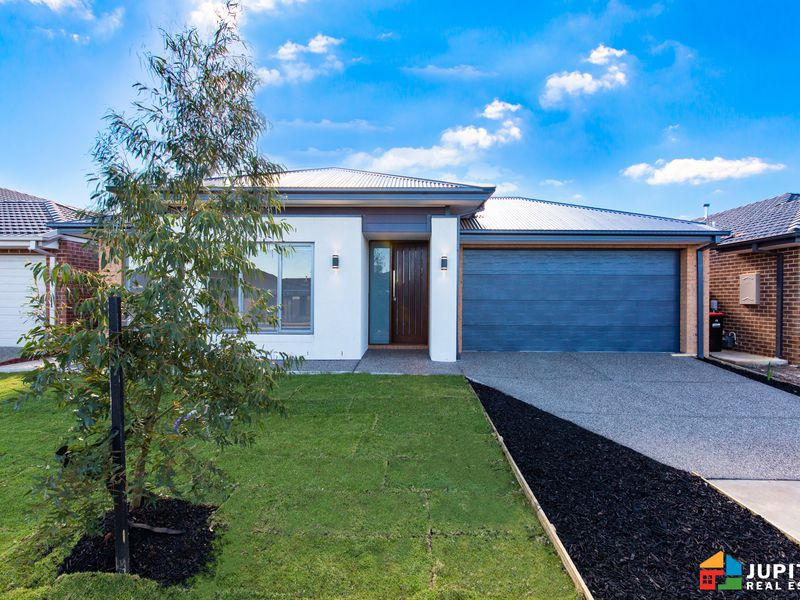 43 Stonehenge Drive, Melton South