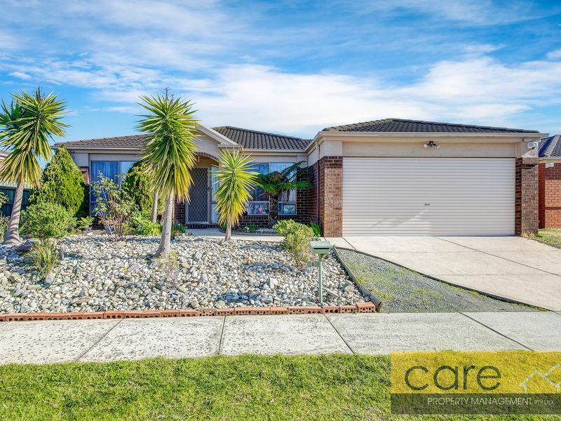 8 Peveril Crescent, Cranbourne North