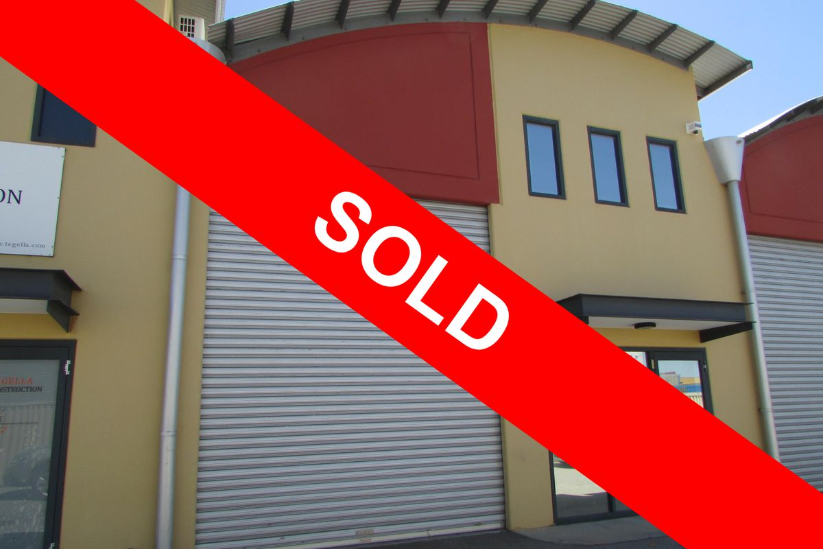 For Sale $299,000 or Lease $90 per m² plus Outgoings