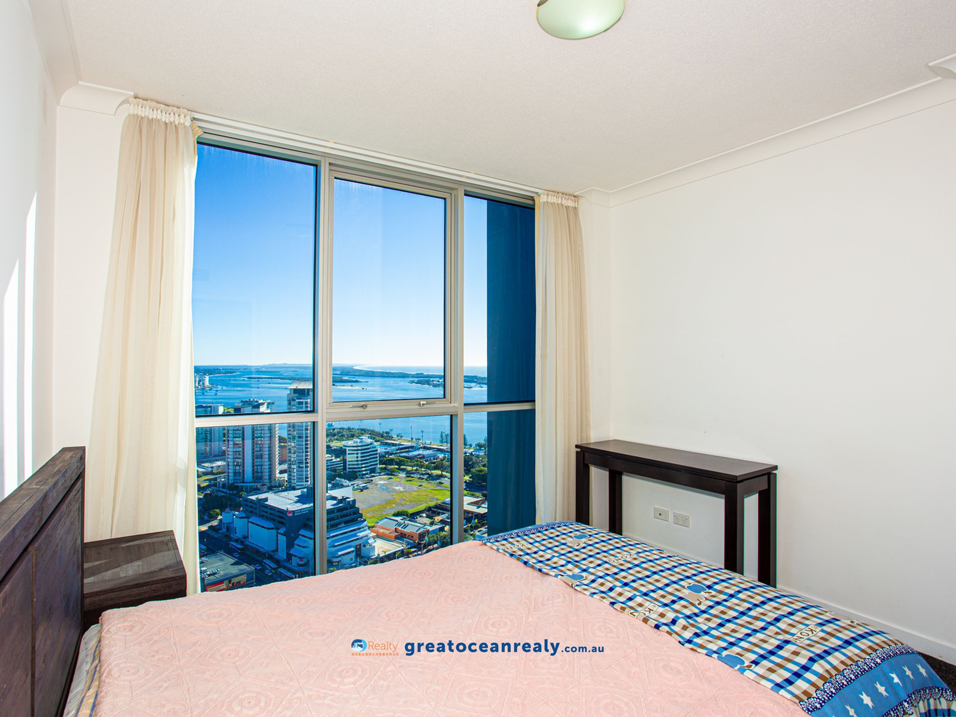1372 / 56 Scarborough Street, Southport