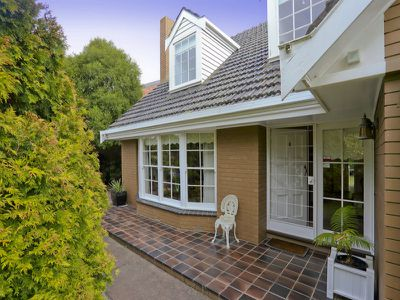 6 Retreat Road, Newtown