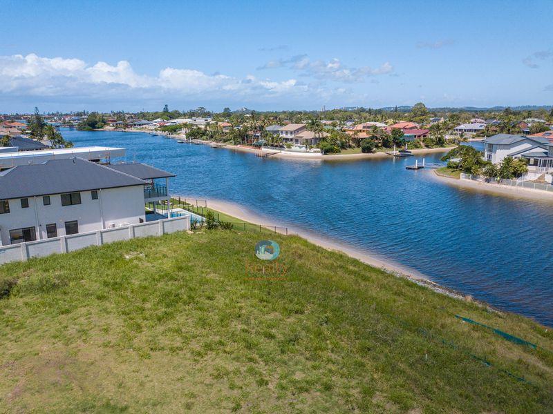68 Lakeview Boulevard, Mermaid Waters