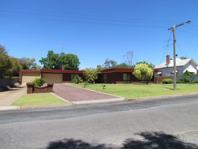 9 Windsor Avenue, Charlton