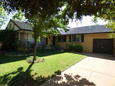 7 Ross Crescent, Griffith