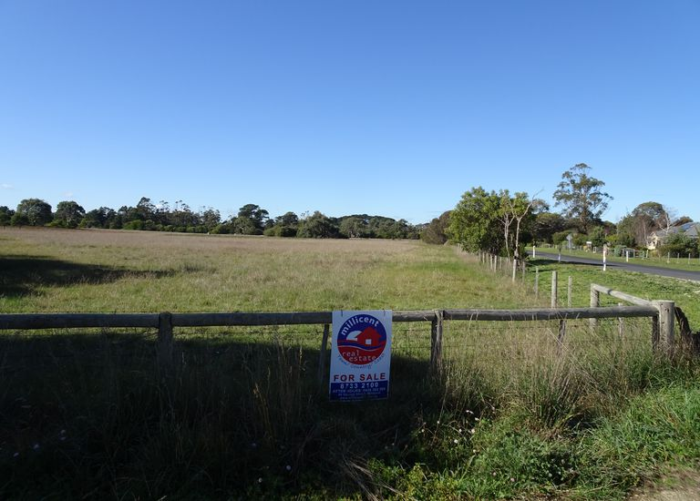 Section 275  bordering Ruff Rock Road and Hakea Drive, Millicent