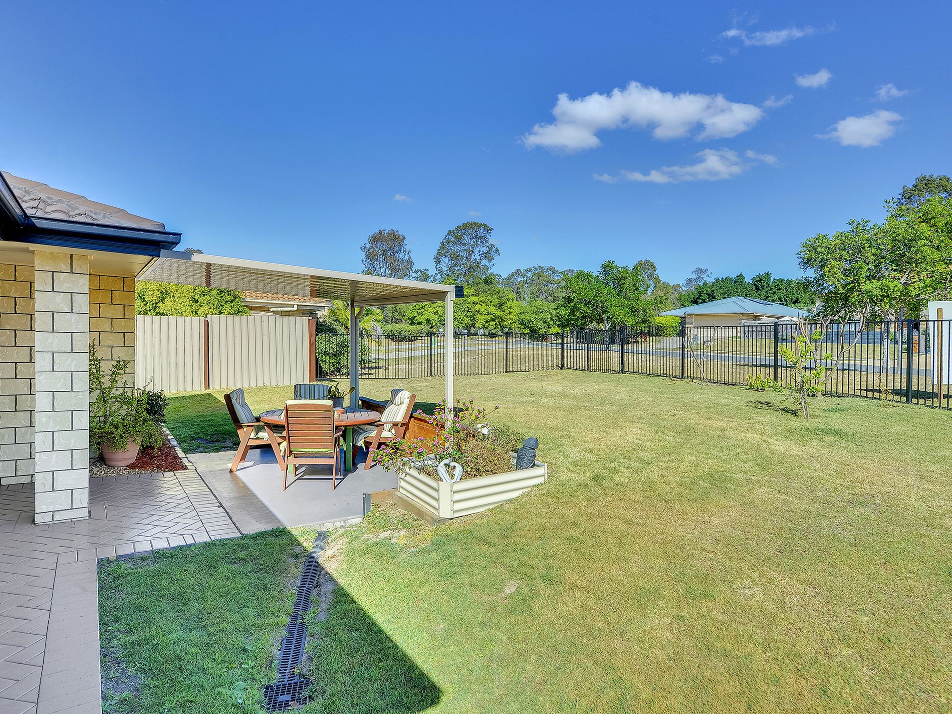 7 CREEKSIDE CRESCENT, Flagstone