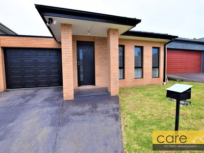 8 Karlson Way, Cranbourne North
