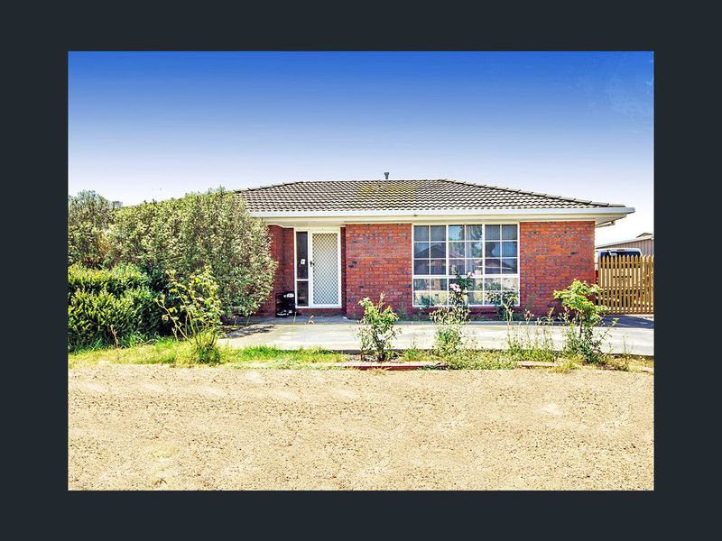 10 Pardalote Close, Werribee