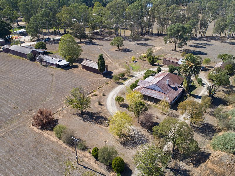 438 HONOUR AVENUE, Corowa