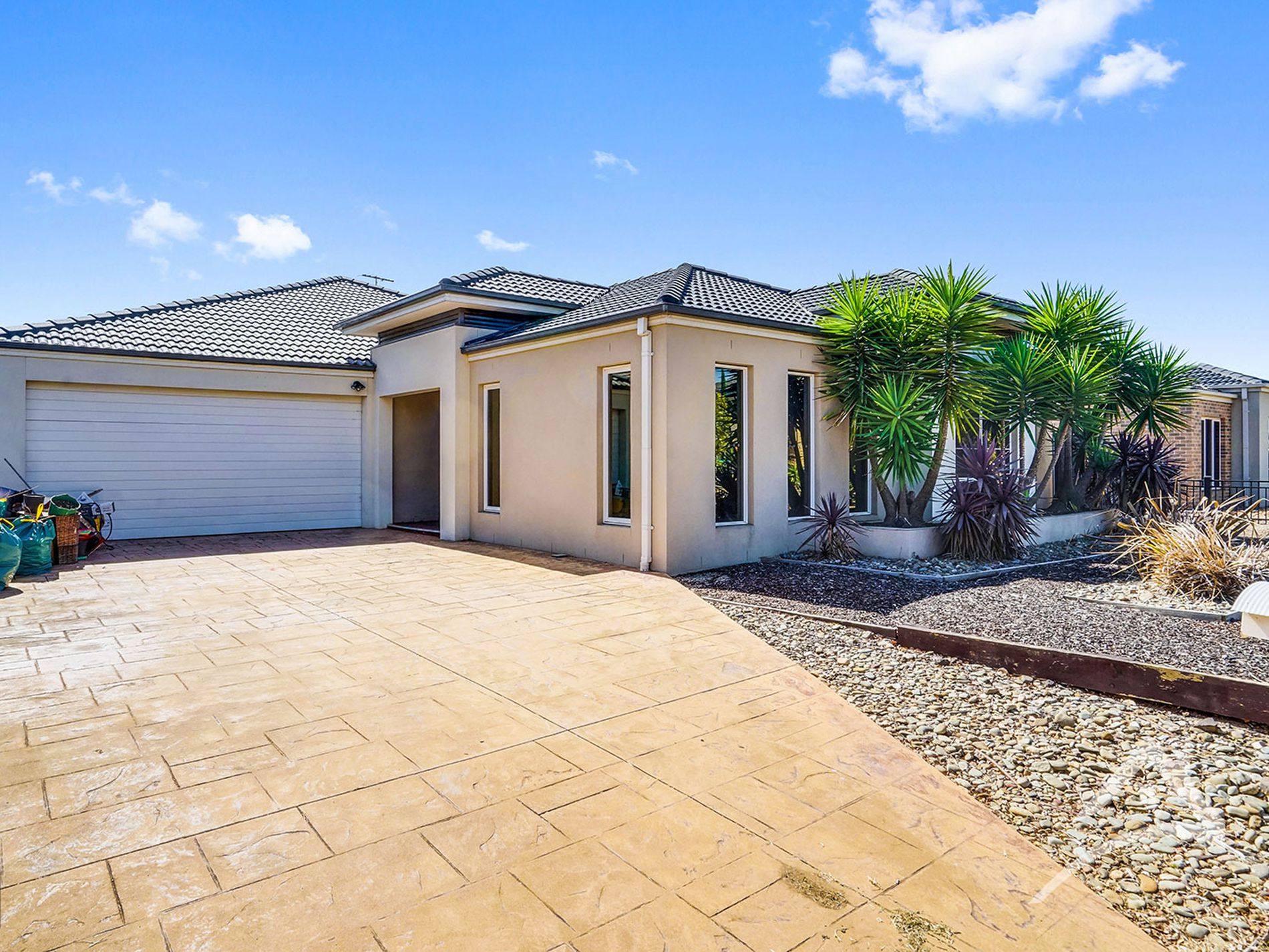 37 NILAND CRESCENT, Point Cook