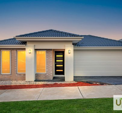 35 BABYLON CRESCENT, Clyde North
