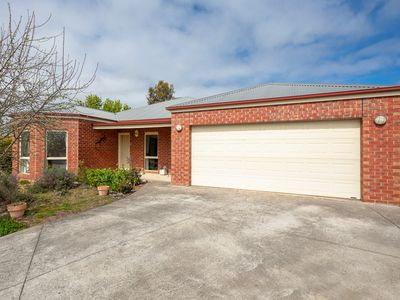 2 Larissa Close, Romsey