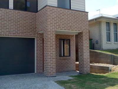 2 / 10 Weston Court, Bellbird Park