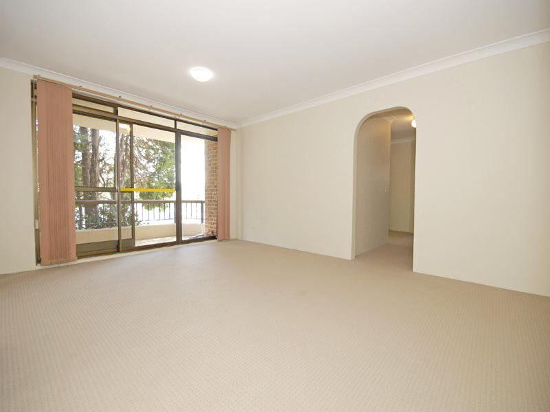 4 / 19 Carlingford Road, Epping