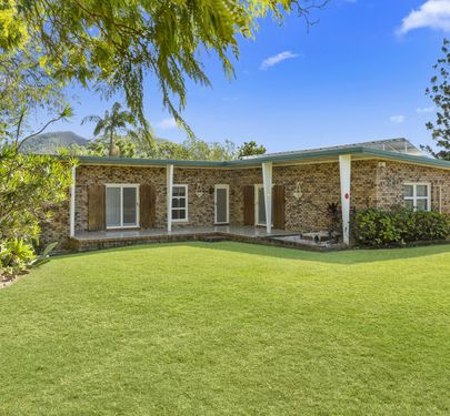 118 Pikes Road, Glass House Mountains