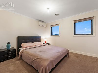 13 The Dress Circle, Oaklands Junction