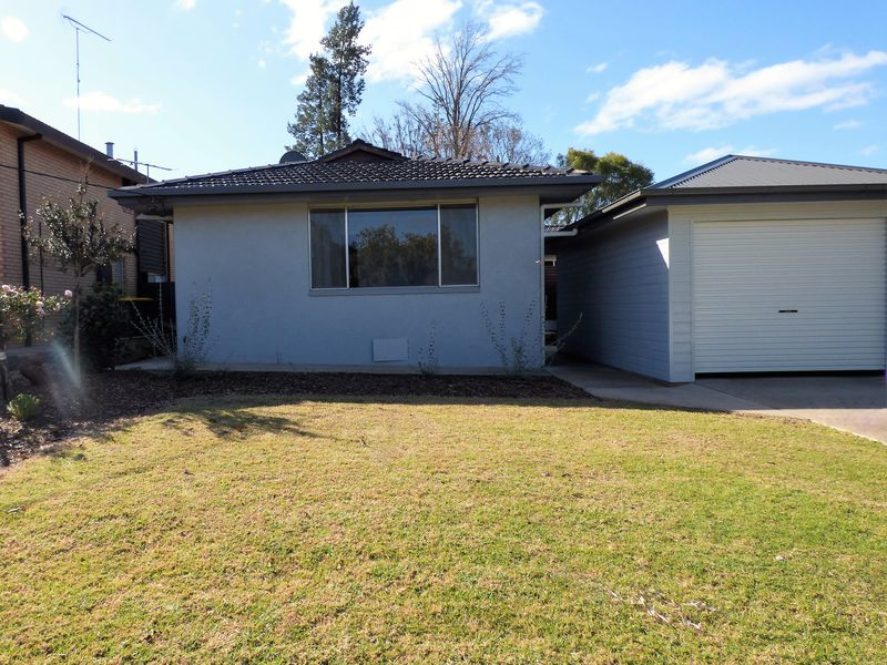 82 Ross Crescent, Griffith