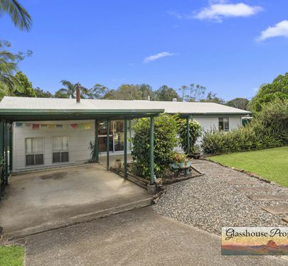 24 Barrs Road, Glass House Mountains