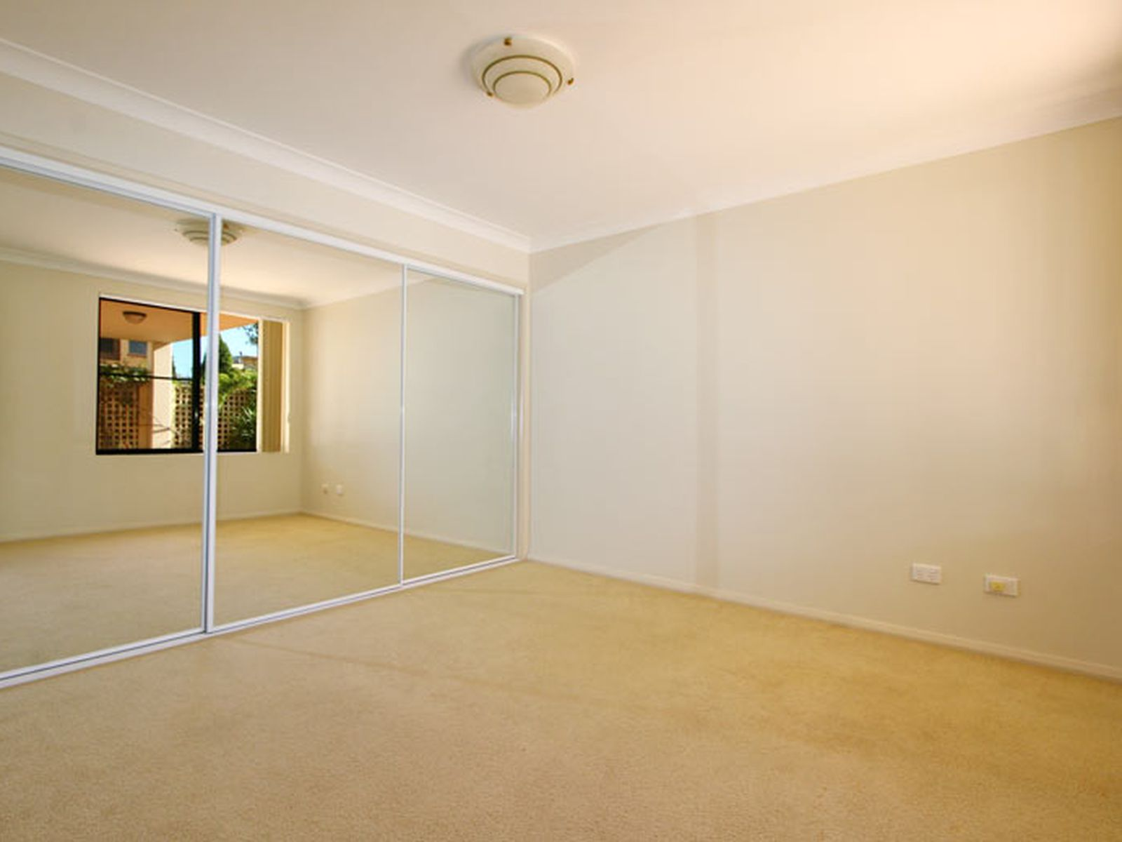 2 / 4-6 Wiseman Avenue, North Wollongong