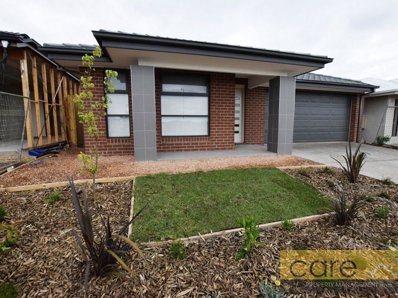 71 Rossiter Retreat, Cranbourne North