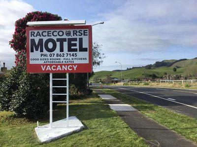 Racecourse Motel