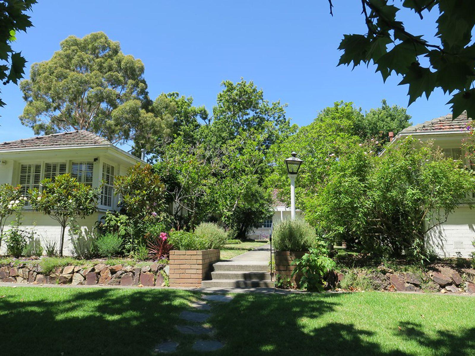 Villa 1/12 Rubens Grove, Canterbury