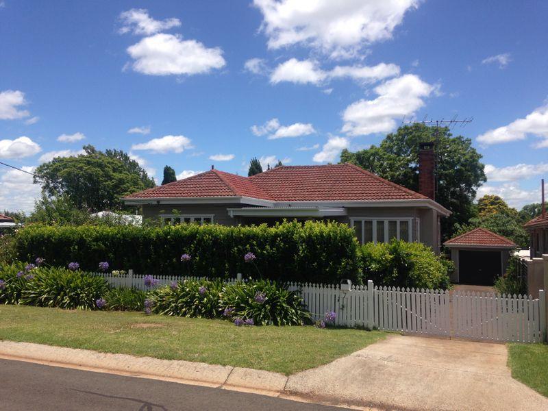 7 Stoneleigh Street, East Toowoomba