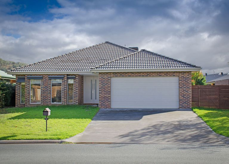 11 Jarrah Court , East Albury