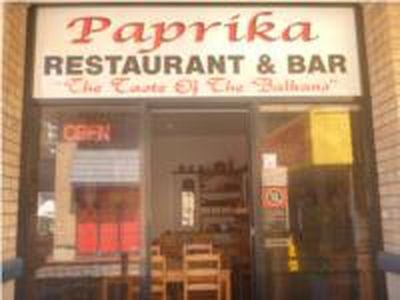 Great Location on Restaurant Strip