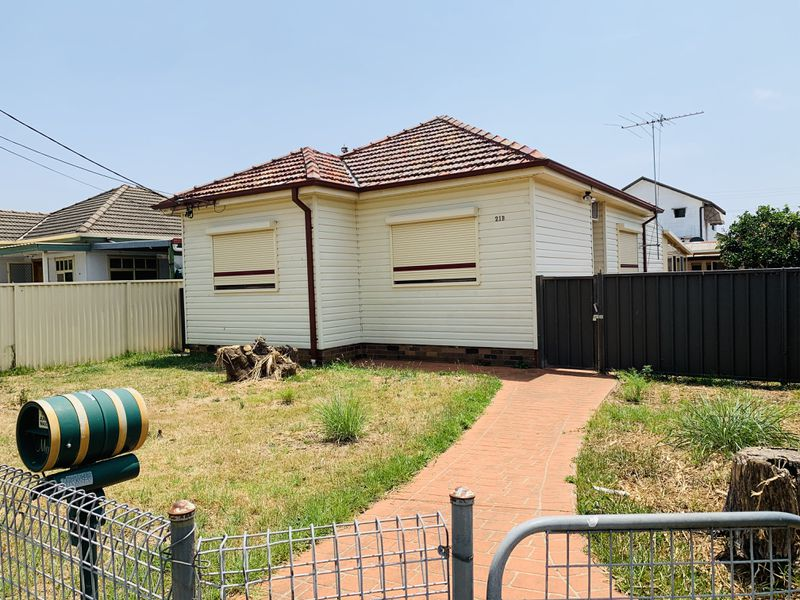 21B Buckingham Street, Canley Heights