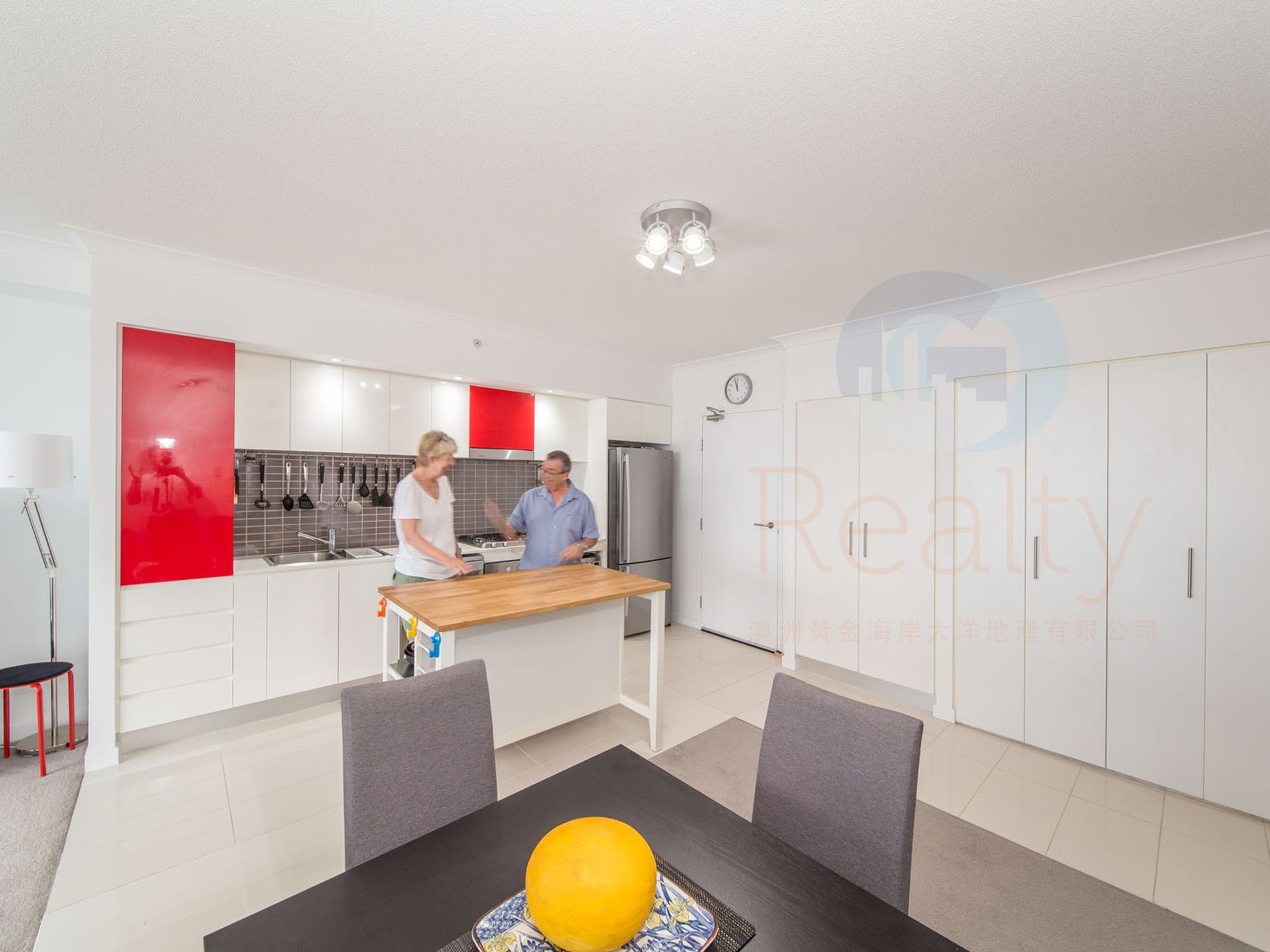 31607 / 9 Lawson street, Southport