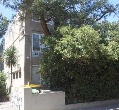 8 / 39 St Kinnord Street, Essendon