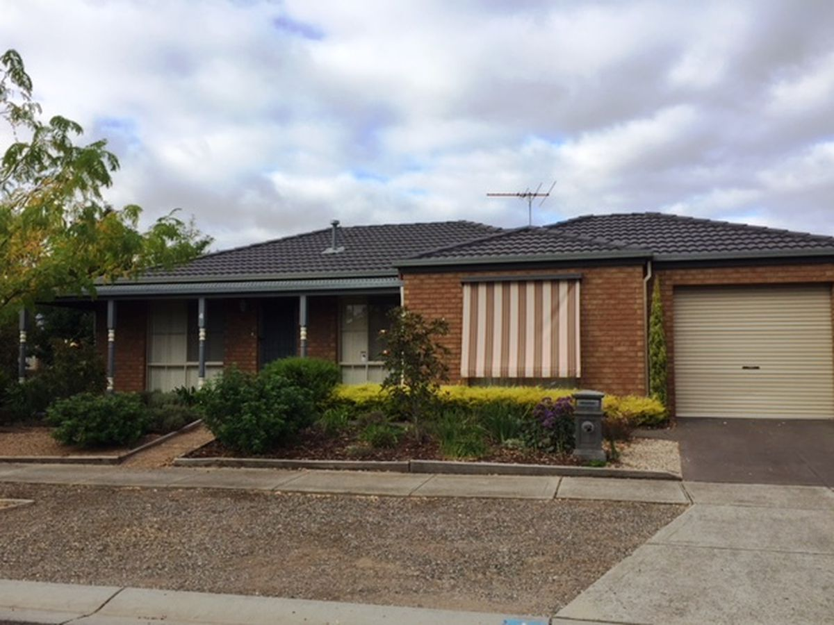 4 Maclarens Close, Manor Lakes