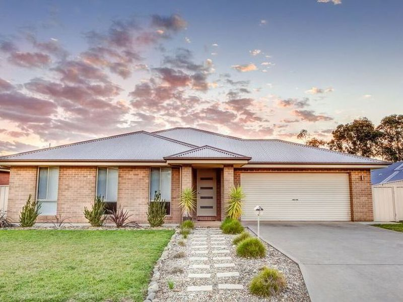 2 Cremin Court, Thurgoona