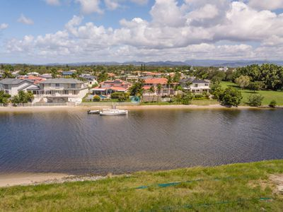 66 Lakeview Boulevard, Mermaid Waters