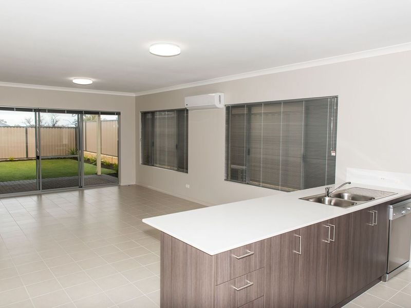 36 Wilderness Way, Aveley
