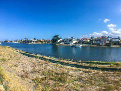 70 Lakeview Boulevard, Mermaid Waters