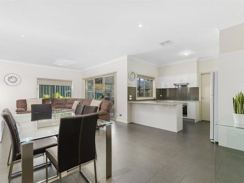 2/107 Campbell St, Woonona