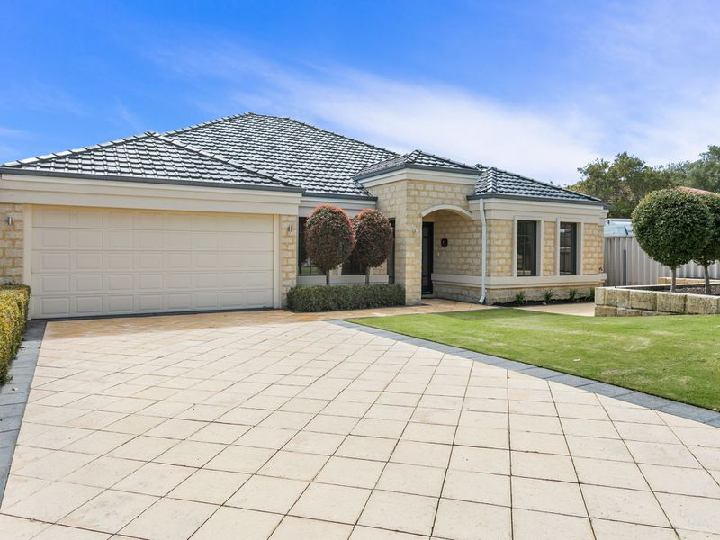 18 Pinewood Ave, Woodlands