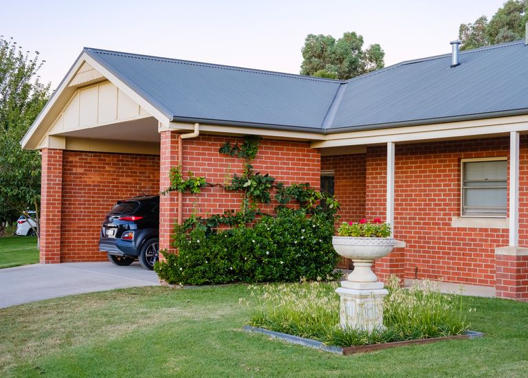 8 Lobbe Road, Thurgoona