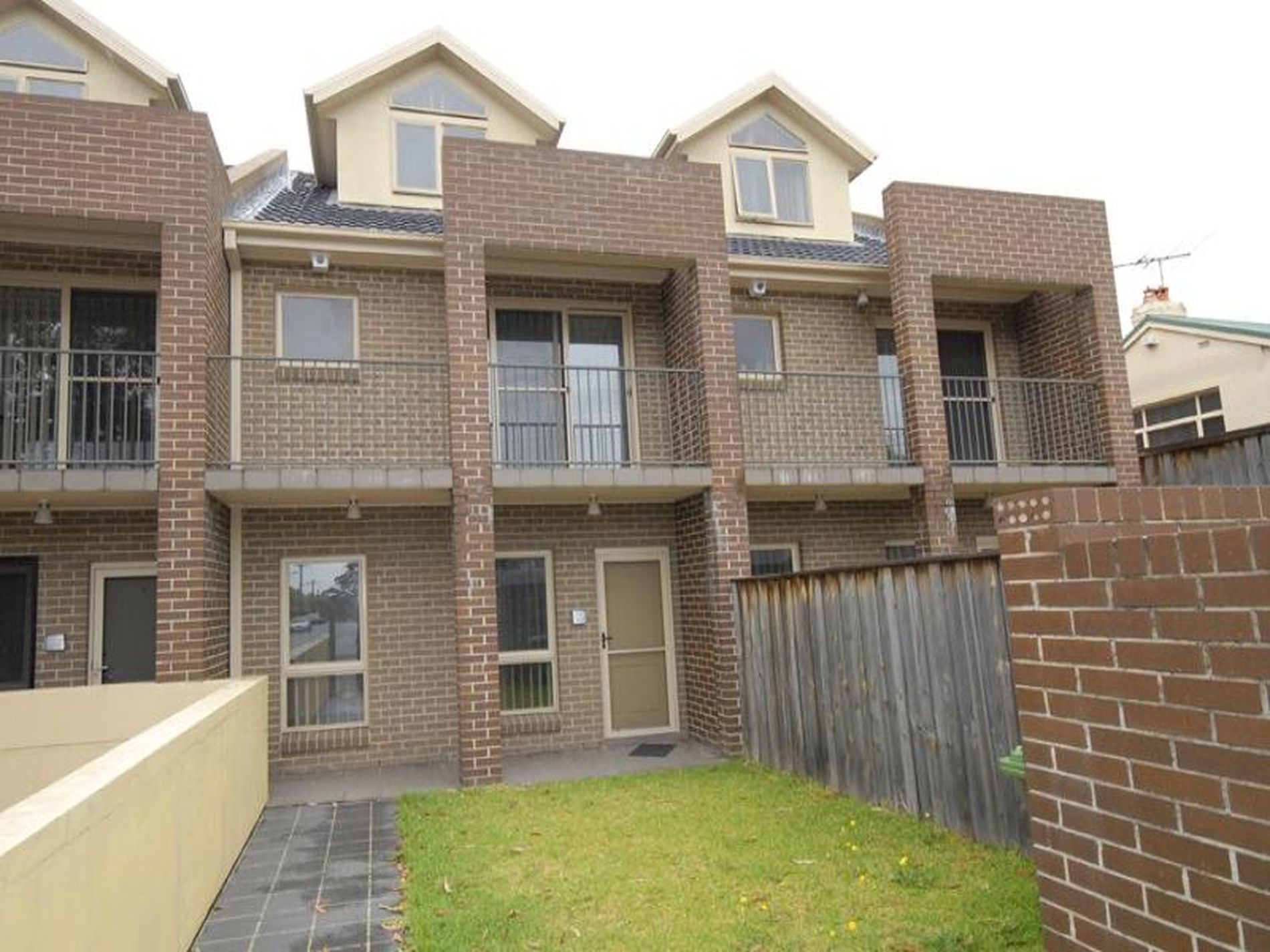 2 / 149 Carlingford Road, Epping