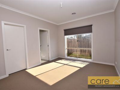 2 / 70 Greenvalley Crescent, Hampton Park